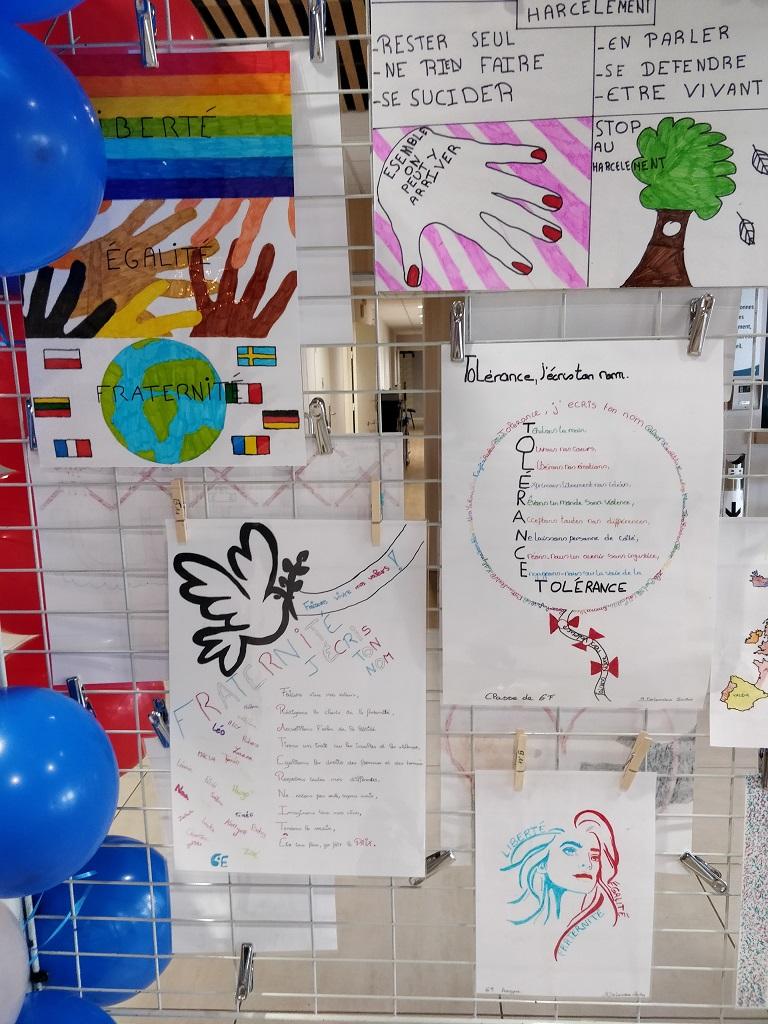 Exposition des oeuvres des collégiens : laïcité et diversité